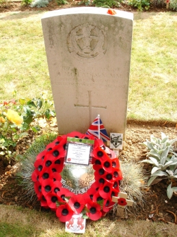 Richard McFadden's grave in Couin British cemetery